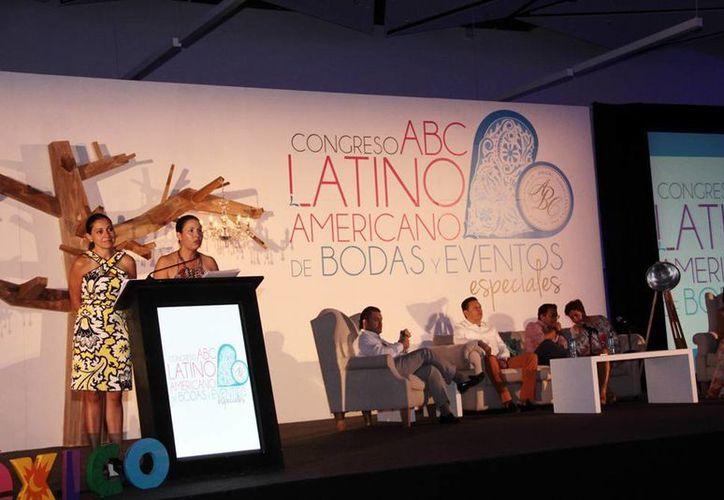 Imagen del V Congreso Latinoamericano de Bodas y Eventos Especiales, en las instalaciones del Centro de Convenciones Yucatán Siglo XXI; varios ponentes de diversos países participan para actualizarse. (Milenio Novedades)