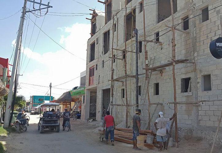Crece la construcción en la Isla de Holbox. (Foto: Ivette Y Coz )