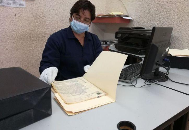 El trabajo de archivista ayuda a combatir la impunidad, el 27 de marzo, su día. (Joel Zamora/SIPSE)