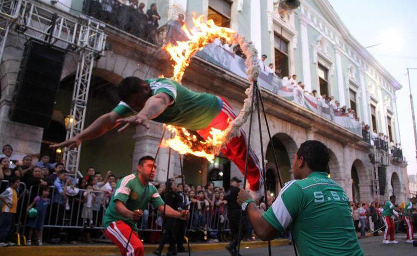 Espectaculares lances acrobáticos de agentes de la SSP. (José Acosta/SIPSE)