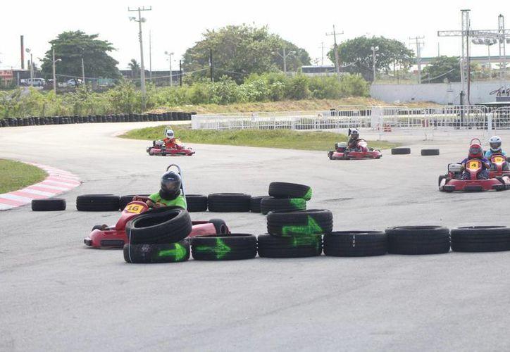 Se vivió una emocionante carrera en el autódromo de Cancún. (Raúl Caballero/SIPSE)