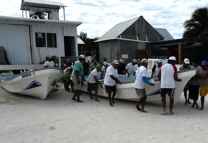 Un total de 450 pescadores de siete municipios de la entidad, se verán beneficiados con estos motores ecológicos. (Redacción/SIPSE)