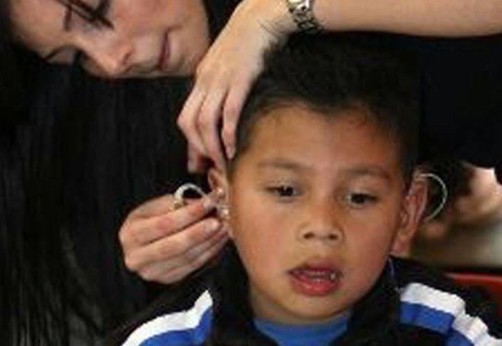 Un niño sordo queda mudo, ya sea por alguna anomalía o una enfermedad grave. (Milenio Novedades)