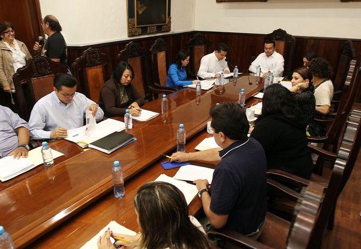 Los regidores del PRI y el del PRD votaron en contra del proyecto de ley de ingresos. (Milenio Novedades)