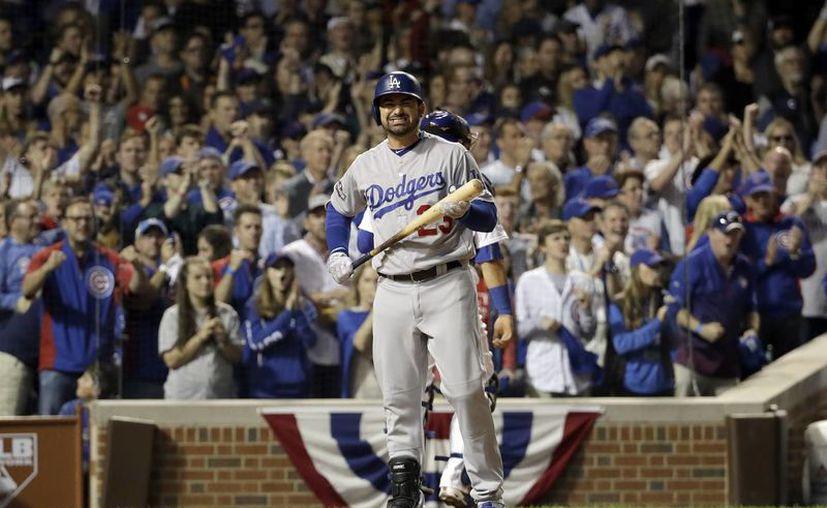 Adrian González dio el triunfo el dia ayer, a Dodgers de Los Angeles, en el segundo duelo de la serie ante Cachorros de Chicago.(David J. Phillip/AP)