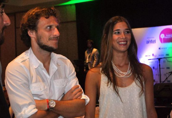 Diego Forlán será papá gracia a que su novia, Paz Cardoso, tiene cuatro meses de embarazo. (ahorauy.com)