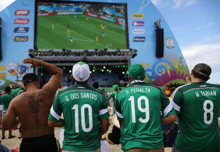 Durante la Copa, los aficionados podrían llegar a consumir hasta 40,000 calorías. (Foto: AP)