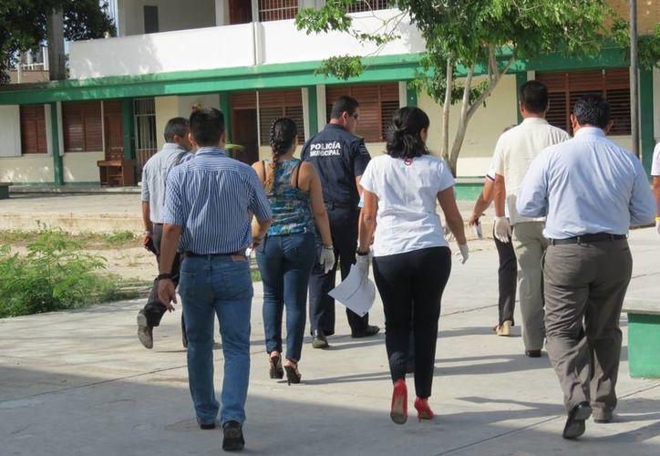"""Los educandos colaboraron en todo momento con las autoridades policíacas, quienes encabezaron el operativo """"Seguridad Juvenil"""". (Luis Ballesteros/SIPSE)"""