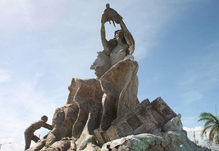 Pedirán recursos para restituir piezas faltantes de estatua. (Harold Alcocer/SIPSE)
