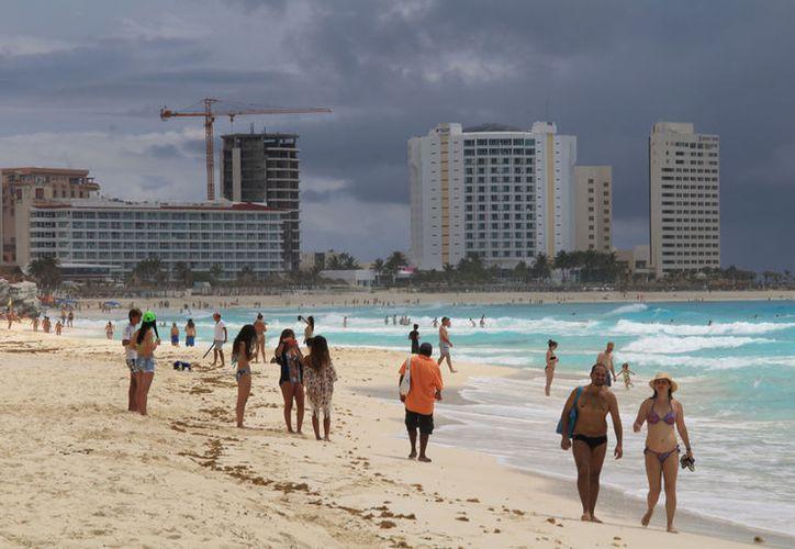 En el estado el monitoreo arrojó que el mar es apto para la recreación. (Luis Soto/SIPSE)