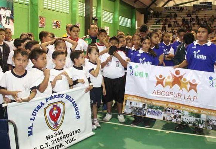 Inauguración del torneo promocional de tenis de mesa en la Unidad Benito Juárez. Participan estudiantes de cinco primarias. (Milenio Novedades)