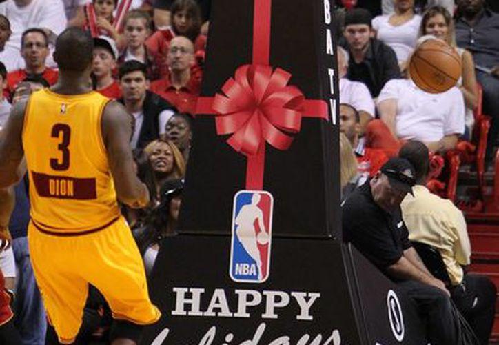 LeBron James una vez más fue clave en el triunfo de Cavaliers. En esta ocasión ante Magic. (Foto: AP)