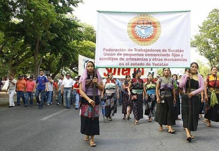 Miles de trabajadores realizaron una marcha en Paseo Montejo. (Archivo/SIPSE)