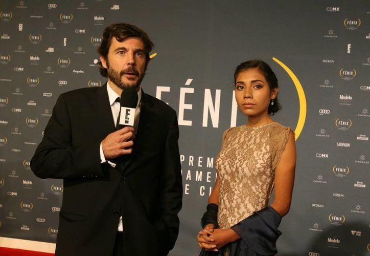 Diego Quemada Díez, quen aparece junto a la actriz guatemalteca Karen Martínez, es el director de 'La Jaula de Oro', que ganó tres Premios Fénix en las categorías de Largometraje, Edición y Sonido. (Foto: AP)