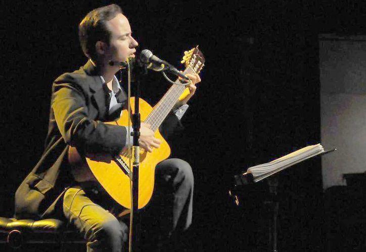 El músico presenta hoy el concierto Por las cuerdas de mi guitarra en punto de las 20:30 horas. (Milenio Novedades)