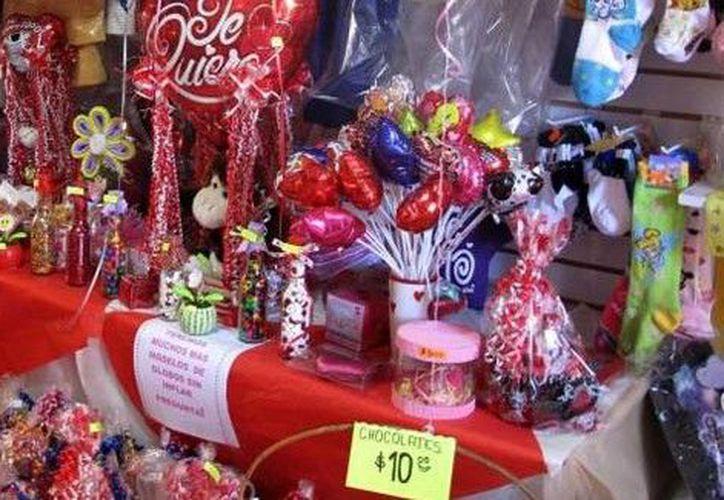 Los precios de los productos de San Valentín van desde los 30 y hasta mil 500 pesos en promedio. (SIPSE)