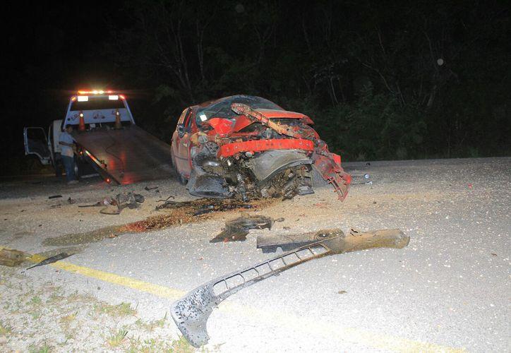 Los testigos del accidente pensaron que el conductor había perdido la vida, así que llamaron a las autoridades para que llegaran de inmediato al lugar. (Foto: Redacción/SIPSE).