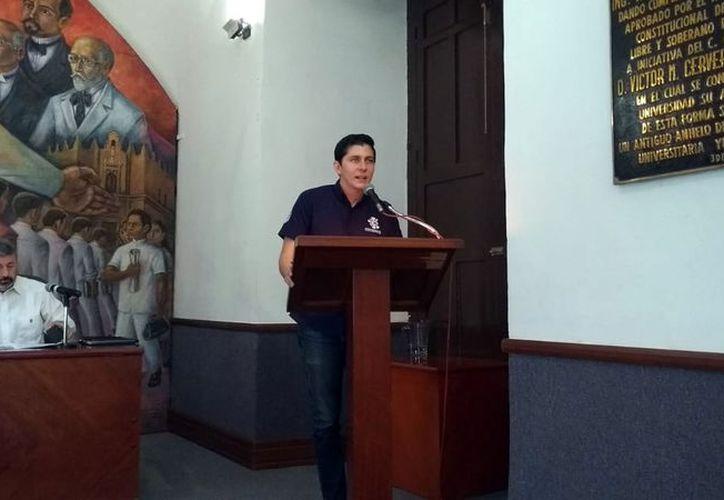El alumno Hiram Orlando Castillo Félix, en su intervención. (Foto: MIlenio Novedades)