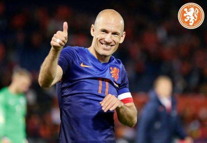 Arjen Robben se siente confiado de avanzar, pero sabe que la selección mexicana es un rival muy 'peligroso'. (Facebook)