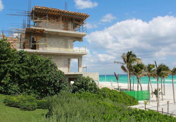 Personal del hotel refiere la obra terminará hasta finales de enero. (Luis Soto/SIPSE)