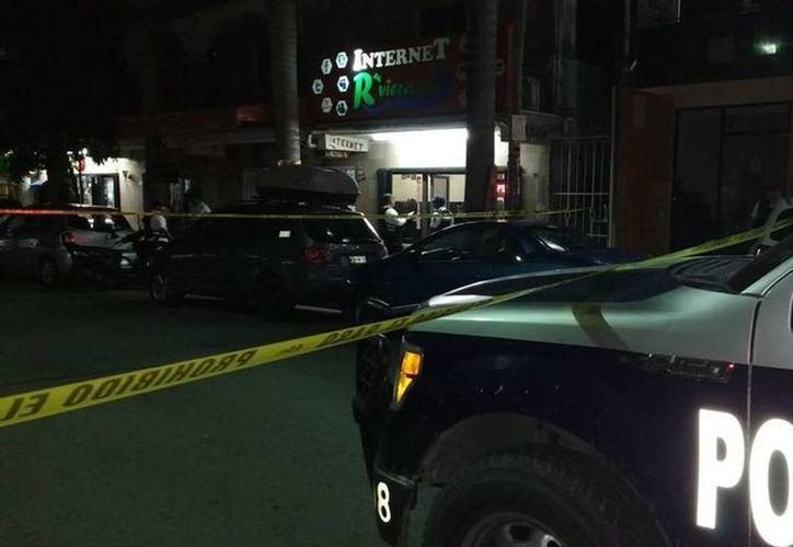 El cibercafé en donde fue apuñalada una mujer, fue resguardado por las autoridades. (Redacción/SIPSE)