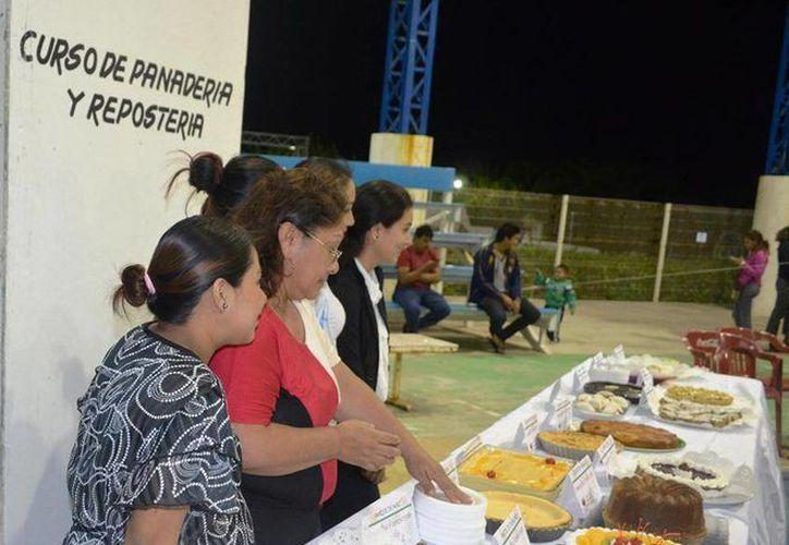 Ofrecen cursos para la superación de las familias de la ínsula. (Cortesía/SIPSE)