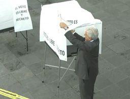 López Obrador ya votó en Coyoacán