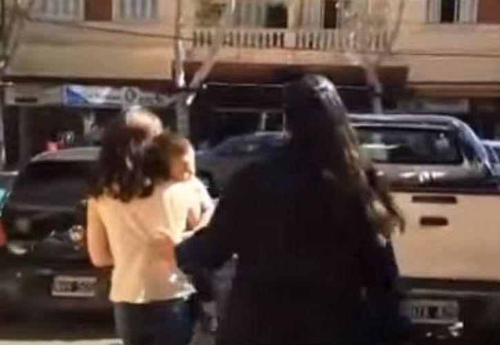 La madre llegó por su cuenta ante las autoridades buscando dejar a su hijo en adopción. (Foto: Canal 44)
