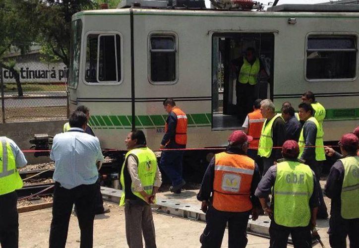 El incidente ocurrió cuando el tren avanzaba de la estación Estadio Azteca en dirección a Tasqueña. (@Foro_TV)