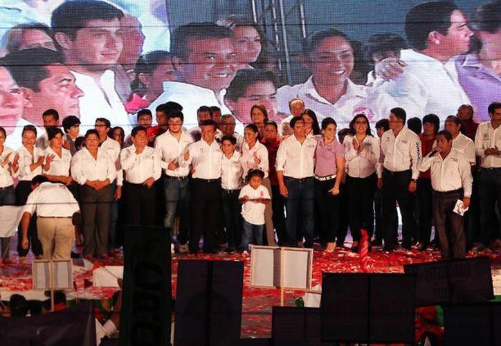 En el evento el candidato estuvo acompañado de militantes. (Cortesía/SIPSE)