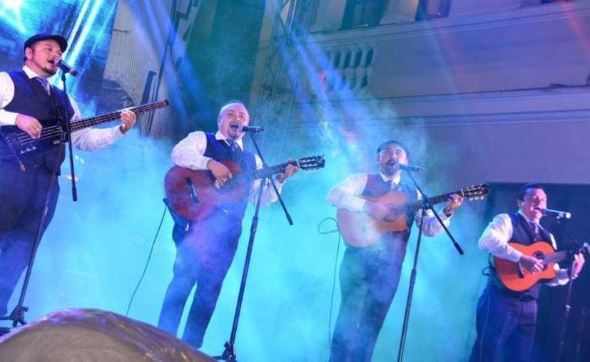 Los Juglares es uno de los grupos que se presentó en el Festival de la Trova 2015 junto con las Maya Internacional, Yahal Kab y el Trío Trovanova, además de solitas. (SIPSE)