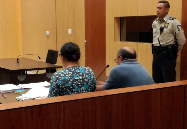 Según los fiscales ante la juez segundo de control de Mérida, el ahora acusado aprovechó que se escapó de su trabajo como vigilante para ir a su domicilio y cometer el crimen.