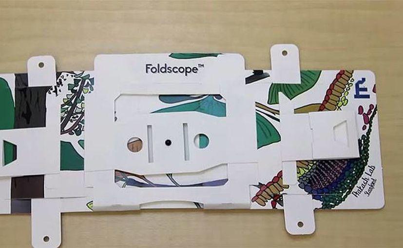 'Foldscope' es un pequeño microscopio muy fácil de usar y que podría revolucionar la ciencia médica. (RT)
