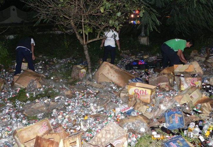 Operadores de servicios colectivos acudieron al lugar para recoger algunos productos. (Redacción/SIPSE)