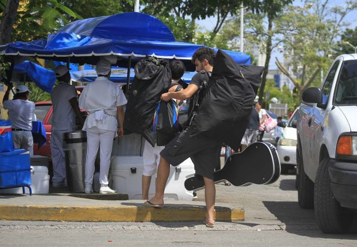 Turistas nacionales y extranjeros requieren de mejores herramientas para trazar sus recorridos por el territorio nacional. (Sergio Orozco/SIPSE)