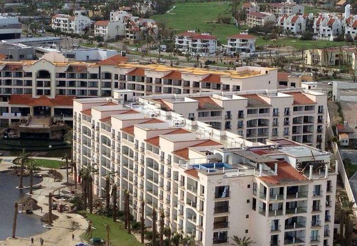 Bancomext indicó que los recursos entregados garantizan más de tres mil empleos directos en los hoteles afectados por Odile. (Archivo/Notimex)
