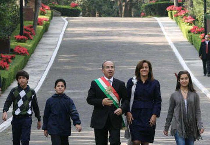 La familia Calderón se muestra sonriente. (@FelipeCalderón/Twitter.com)