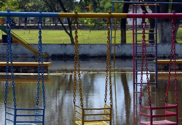 El funcionario indicó que de las calles se retiraron alrededor de 200 mil litros de agua. (Juan Albornoz/SIPSE)
