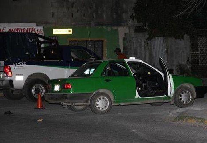Sujetos a bordo de una camioneta dispararon contra un taxista, se lo llevaron y lo ejecutaron en Monterrey. (Milenio)