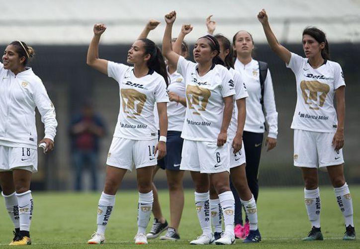 Los automóviles fueron para la entrenadora Ileana Dávila y 20 de las 25 jugadoras universitarias. (Foto:MEXSPORT)
