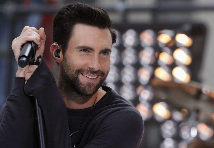 Adam Levine, vocalista de Maroon 5, aparece parcialmente desnudo en el más reciente video musical de la banda. (foxnews.com)