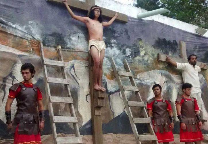 Jesús es crucificado en el 'Gólgota'. (Alejandra Galicia/SIPSE)