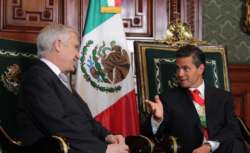 Enrique Peña Nieto recibió en privado a cada uno de los doce nuevos embajadores en México. (Archivo/Notimex)