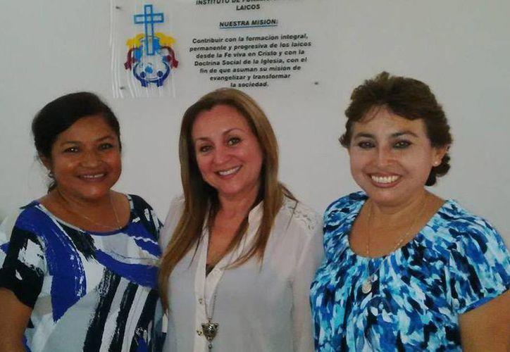 Participantes en la primera edición del curso 'Imagen Ejecutiva', que se impartió el 21 y 22 de julio en Infolaicos Mérida. (Cortesía)
