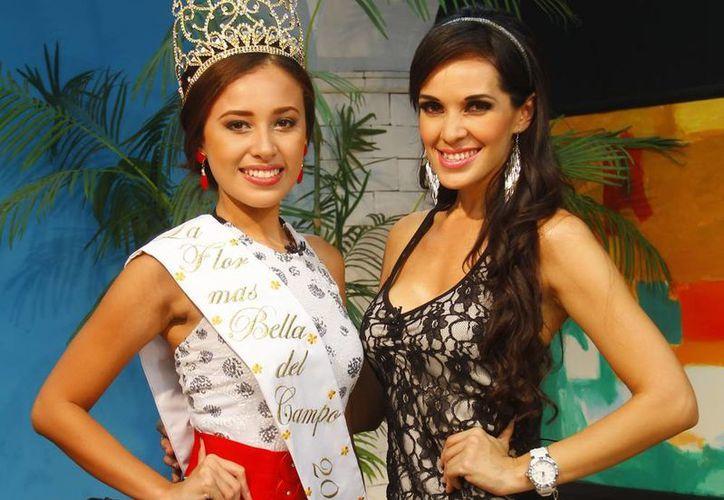 Cindy Alejandra Flores Coral con Isis Amor Barrera Correa. (SIPSE)