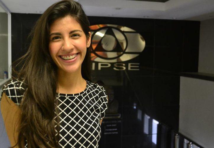 La cantante yucateca Estefanía Lavalle actualmente participa en un programa de radio y televisión 'Entre Iguales', del Instituto para la Igualdad entre Mujeres y Hombres.(SIPSE)