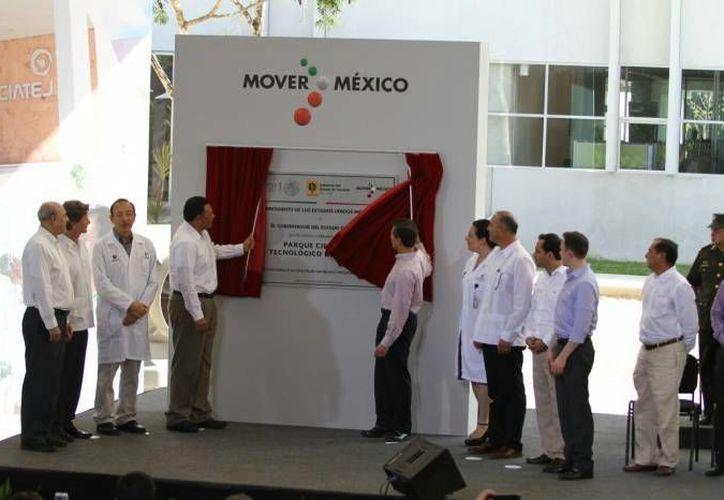 El gobernador de Yucatán, Rolando Zapata, se reencontrará este martes con el presidente Enrique Peña en Yucatán. En la foto, reunidos ambos en diciembre pasado en Mérida para inaugurar el Parque Científico Tecnológico. (Milenio Novedades)