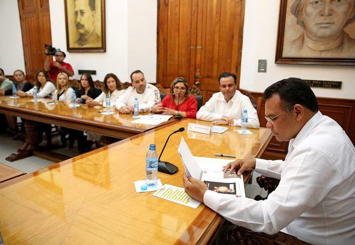Rolando Zapata Bello recibió a los miembros de la Canirac. (Milenio Novedades)