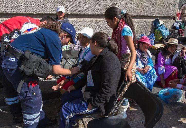 Paramédicos se presentaron en el lugar para atender a los heridos. (Archivo/Notimex)
