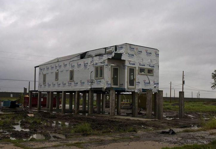 Construcción de la Fundación Hazlo bien, del actor Brad Pitt, luego del paso del huracán 'Katrina' por Nueva Orleans, Luisiana. (EFE/Archivo)